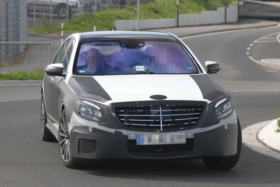 Spy photos and video mercedes s63 amg 2013 garage car for Garage amg auto