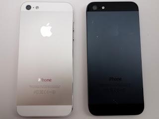 Bagian belakang iPhone 5 Blackmarket hitam dan putih