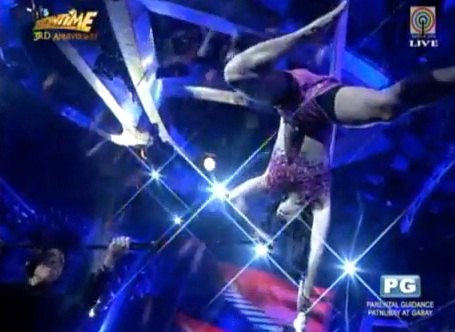 Ryan Bang did a pole dancing routine and aerial dance to spoof Ane Curtis on It's Showtime 3rd Anniversary (Oct 24)