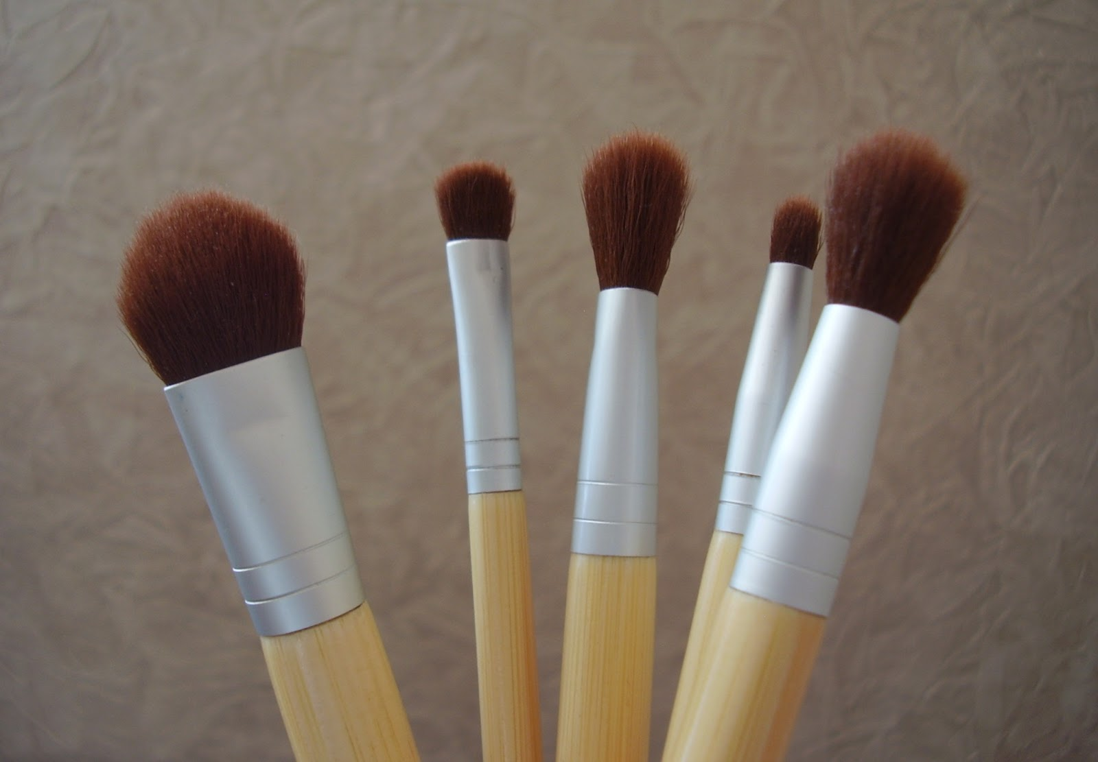 Кисти для макияжа от ecotools