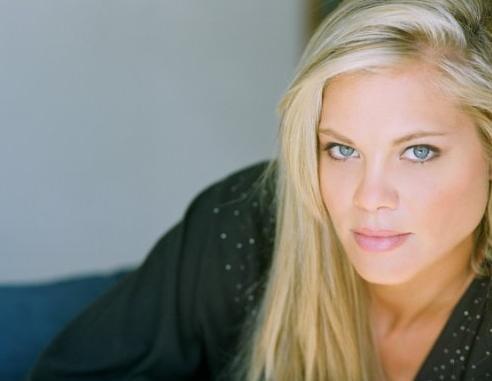 Betsy Rue - FONDOS WALL Shakira Wikipedia