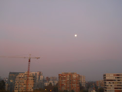 luna llena a la distancia