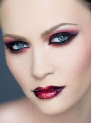 En las tiendas venden maquillaje de fantasía, sino el maquillaje que tengas en casa te ayudará.