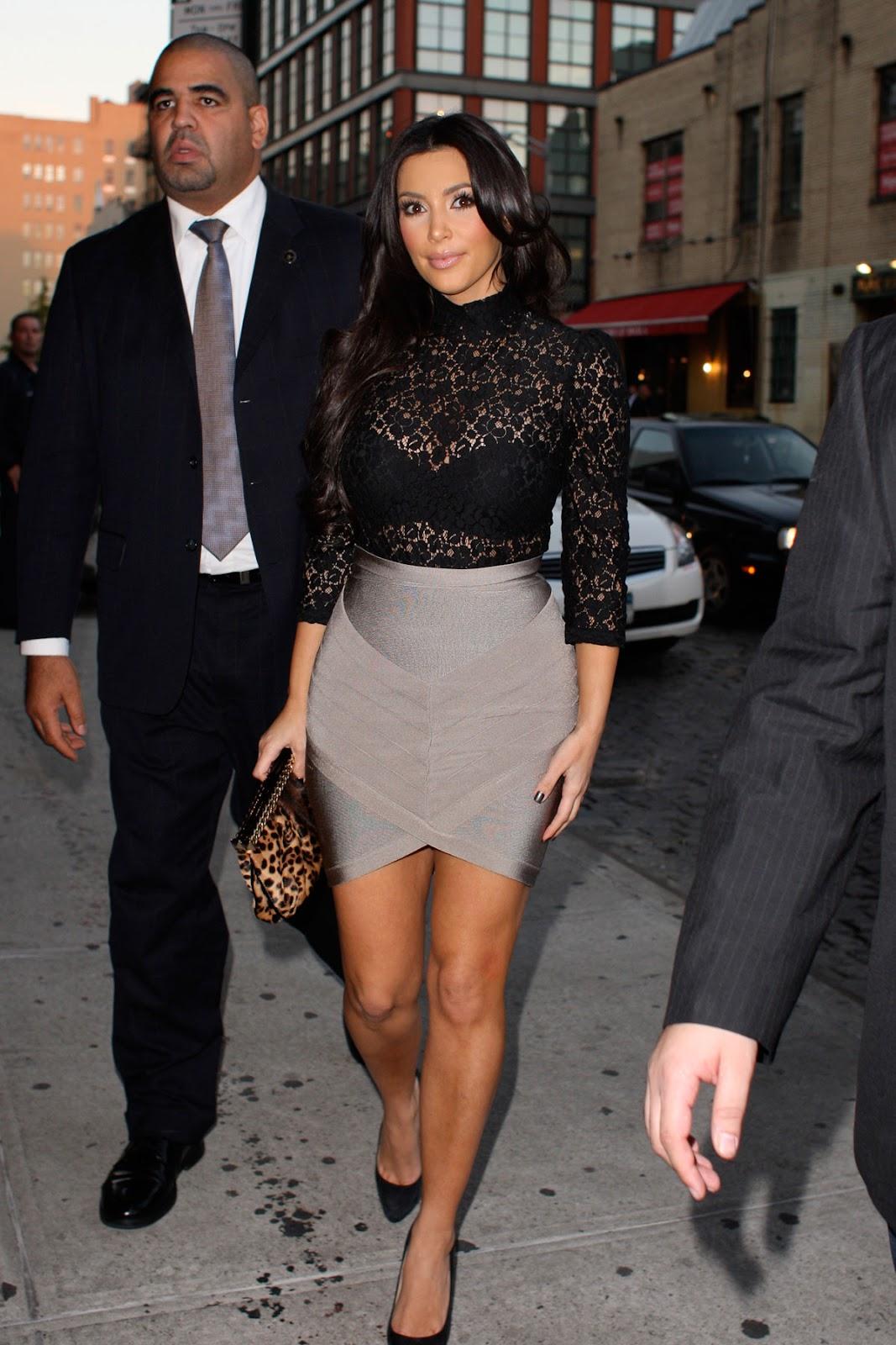 http://4.bp.blogspot.com/-Yn2g3Ju1cJM/TzOX0GY-rKI/AAAAAAAAJYE/vsYXgd3e3o8/s1600/Kim+Kardashian+see+through+hot+coolaristo+21.jpg