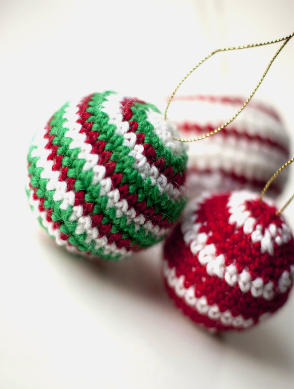 Sofia sobeide crocheted christmas ornaments baubles for Adornos colgar pared