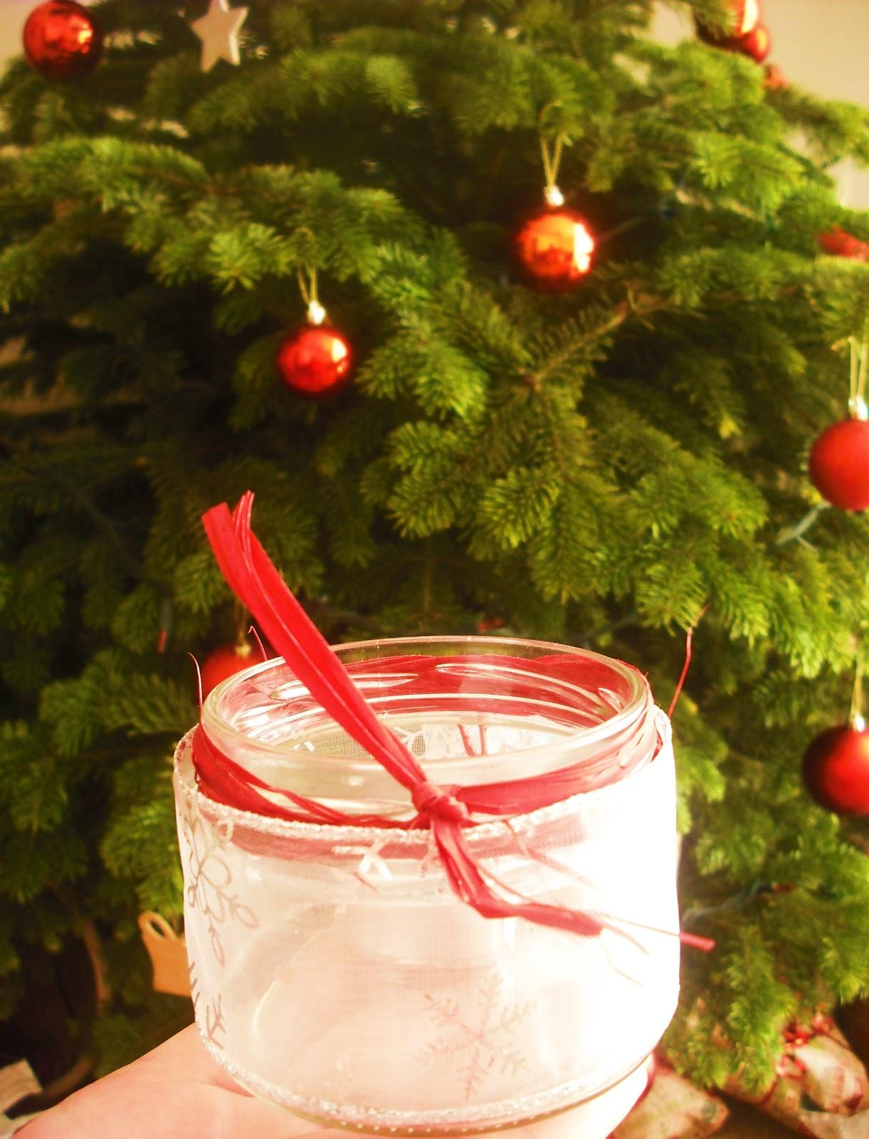 Cheap homemade christmas decorations treasure every moment for Homemade christmas decorations uk