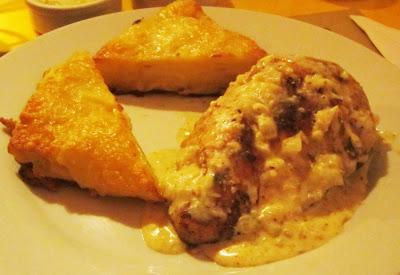 Pollo con almendras y papas crocantes