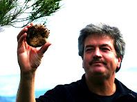 El Paco amb el seu rovelló collit al Puig Montmany