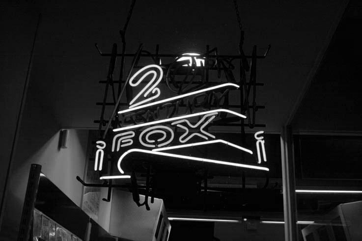 enseigne au néon, twentieth century fox