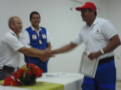 Al señor Martin Quiñones, enfermero de profesión se le hizo un reconocimiento especial