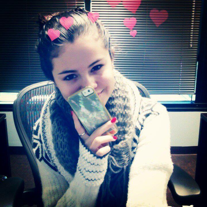 Selena Gomez Facebook page today: Sometimes Pearls are a girl's ...