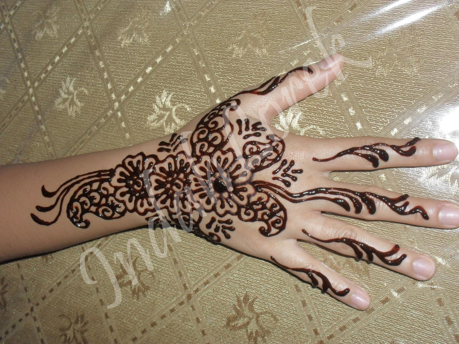 Dekorasi Inai Tangan Pengantininai Majlis Perkahwinaninai