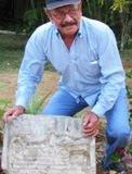 Artesano Jaliscience elabora Arqueologáa Cultura Maya en piedra, en la Villa de Bécal. 28abril2011.