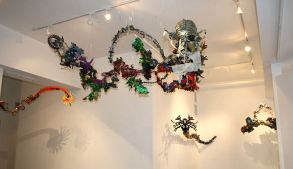 Simon Ouwerkerk esculturas brinquedinhos plasticos