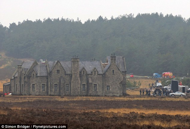 "Chris' Movie Corner: ""Skyfall"" lodge set photos"