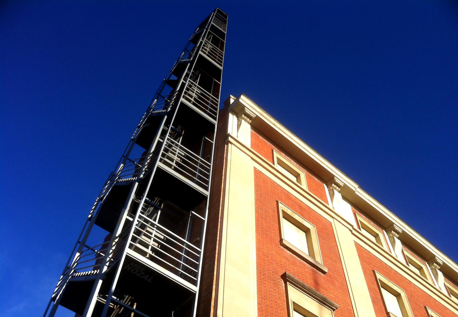 Edificio de Hacienda con torre de emergencia para grandes fortunas, 2015 Abbé Nozal