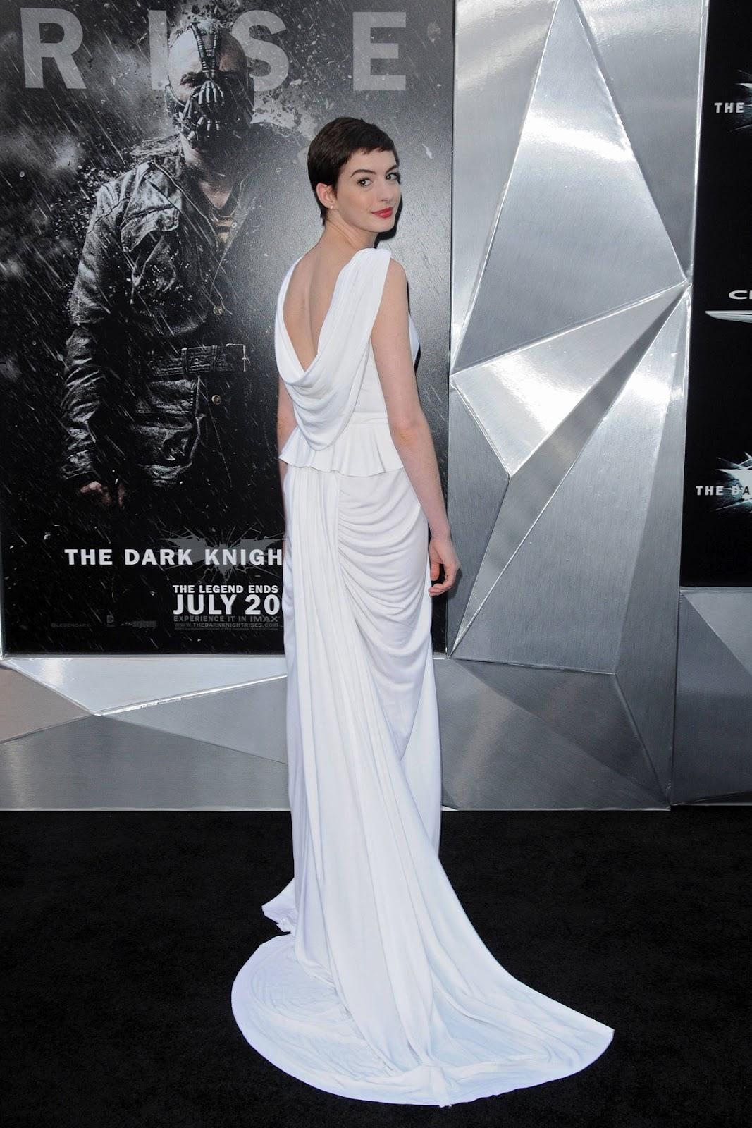 http://4.bp.blogspot.com/-YoeR-pwVGtA/UAVwKQpnlXI/AAAAAAAAd7U/ZY_SQ5ooFcY/s1600/ANNE-HATHAWAY-at-Dark-Knight-Rises-Premiere-in-New-York-4.jpg