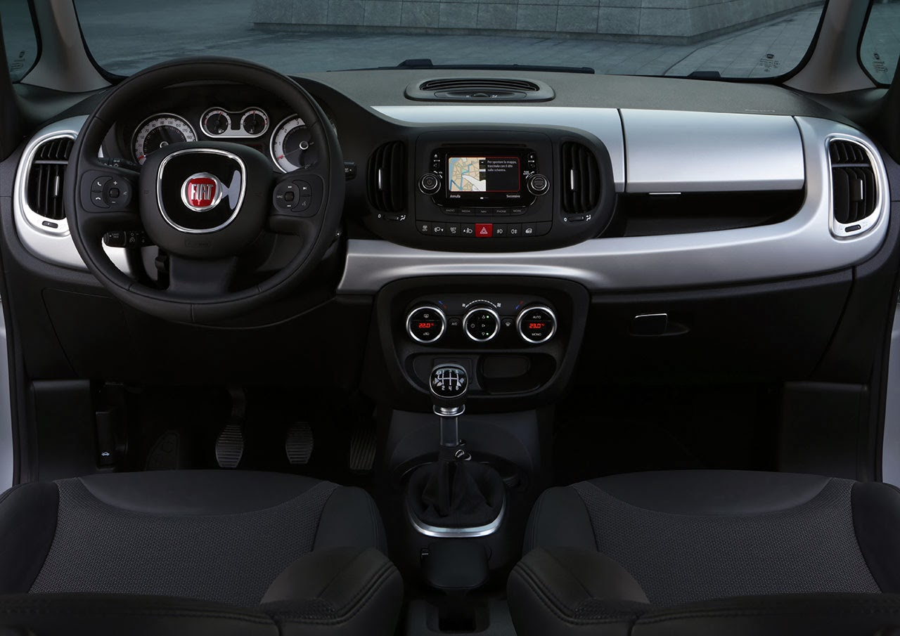 2014 Fiat 500L Beats Edition™ dash