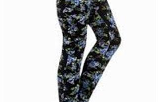 مصممة أزياء تنصح الفتيات بارتداء الجينز الفاتح والفضفاض