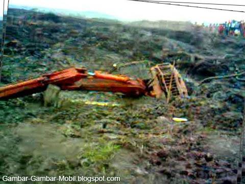 gambar excavator tenggelam