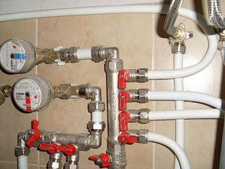 Ремонт и прокладка водопровода в квартире.  Видео по прокладке труб своими руками.