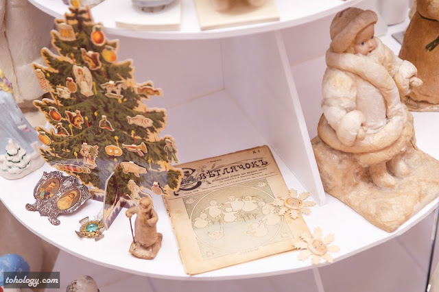Выставка новогодних игрушек и открыток в отеле Crowne Plaza St.Petersburg Airport