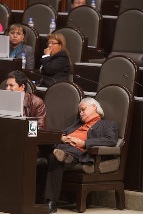 "LA ""IZQUIERDA"" DORMIDA"