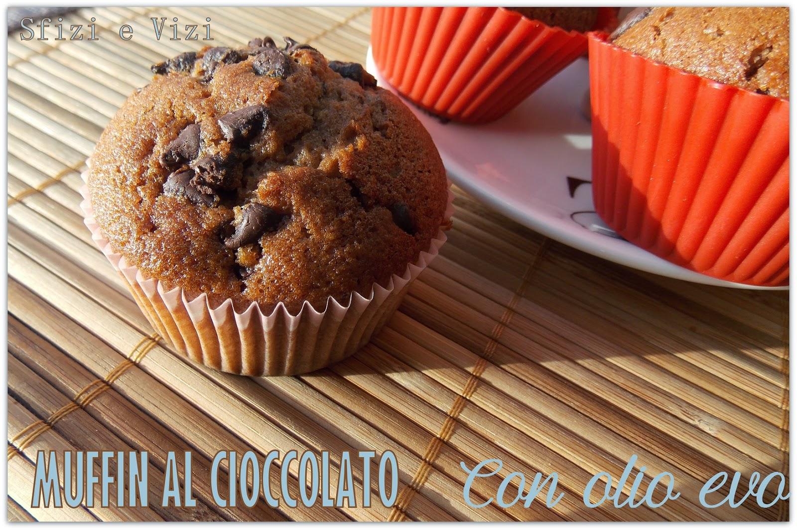 muffin al cioccolato, da una ricetta di nigella lawson: senza burro, con olio extravergine di oliva, latte di riso e cioccolato