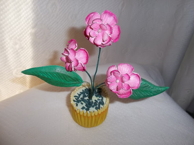 flores en goma eva: rosa llorona (mini)