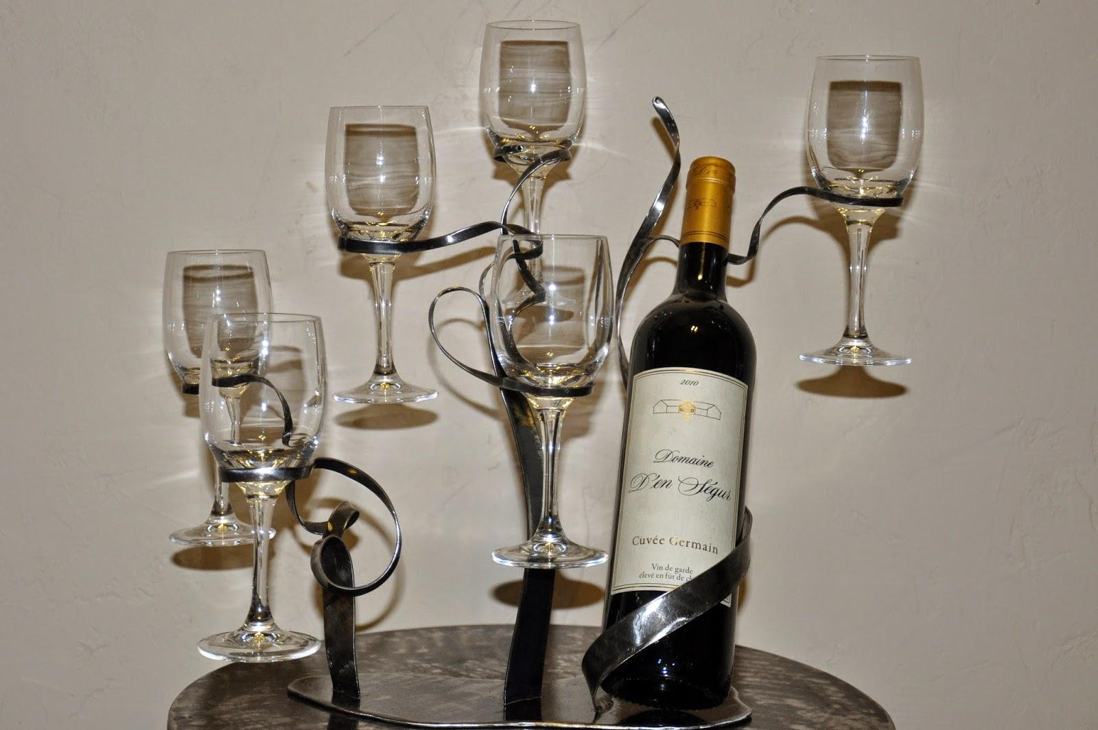 Cr ateur d 39 objets d co en fer forg bougeoirs luminaires for Porte bouteille de table