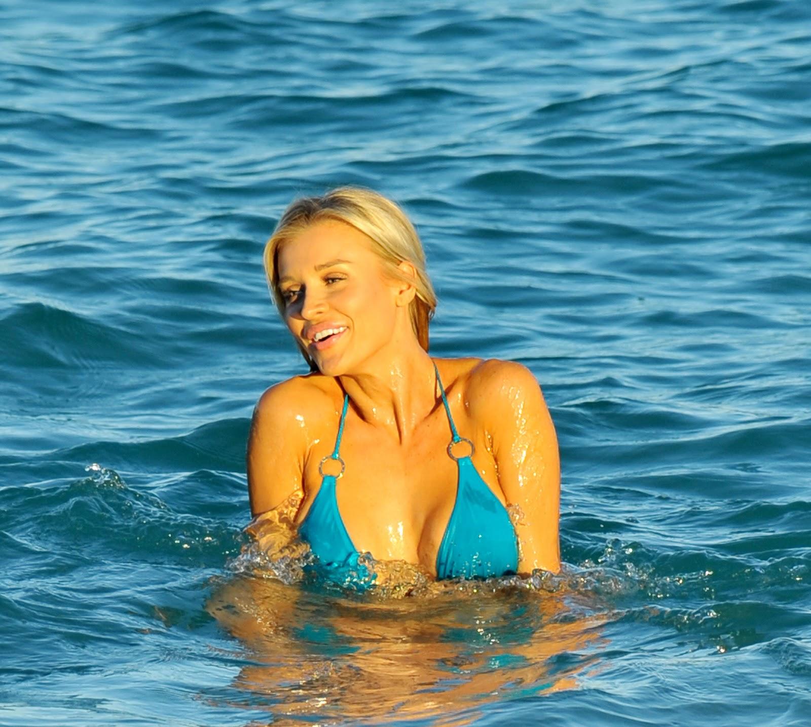 http://4.bp.blogspot.com/-YpsxiLHxUZk/UJkQ_jVoG2I/AAAAAAAAEM0/vV5uc-i7Ua4/s1600/Joanna+Krupa+in+Miami+bikini+on+the+beach+%2811%29.jpg