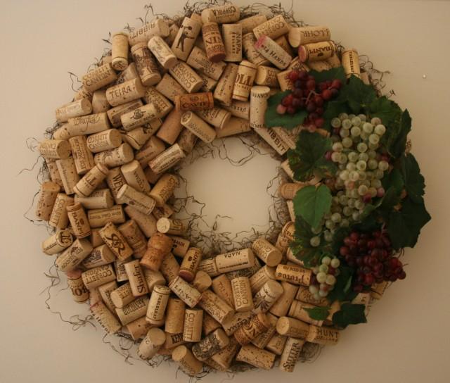 guirladas artesanais para fazer em casa, decoração natal, decoração com rolhas