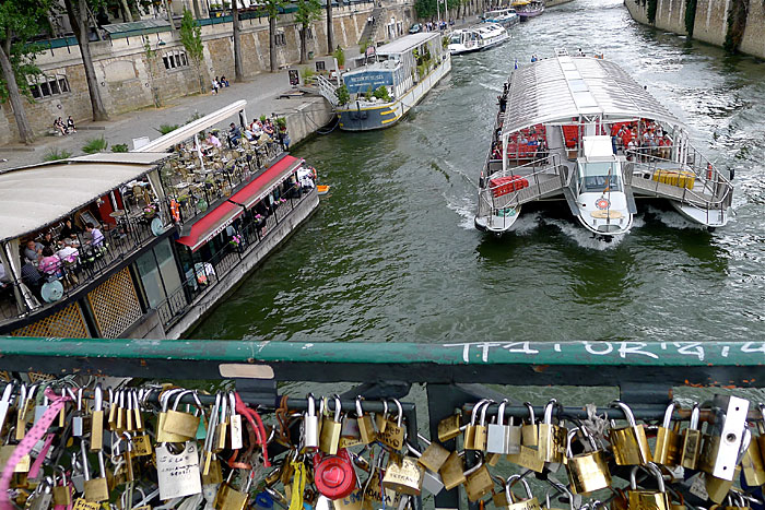 Love lock paris quotes quotesgram for The lock bridge in paris