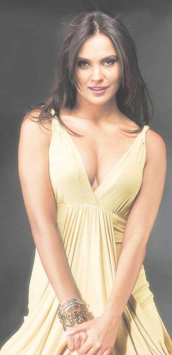 Bollywood Femme Fa'tale Updates: LARA DUTTA, The Hot & Too Sexy