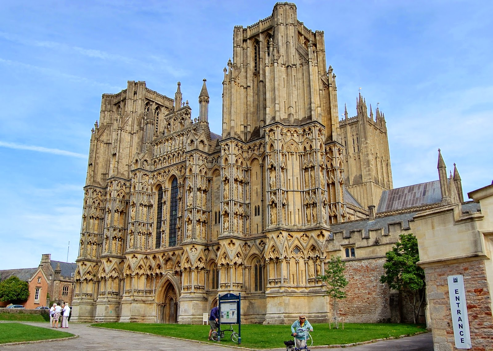 Initial view of Wells Cathedral