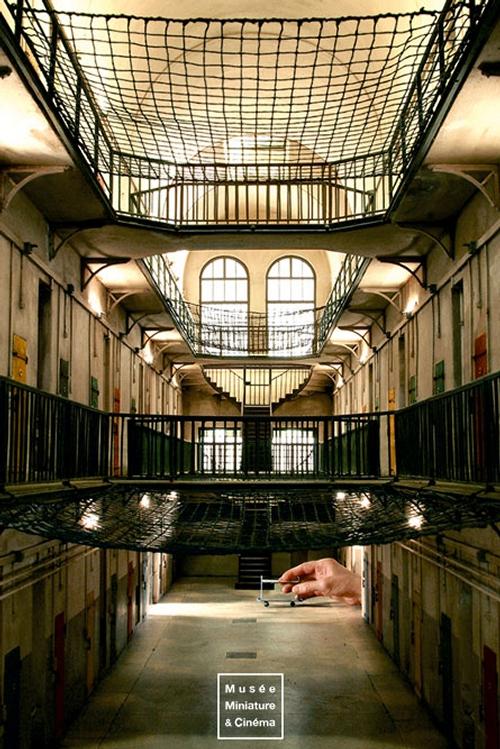 07-Fabrication-de-la-Prison-Saint-Paul-Dan-Ohlmann-Dan-Ohlmann-Musée-Cinéma-et-Miniature-Miniature-Movie-Sets-and-Realistic-Sculptures-www-designstack-co