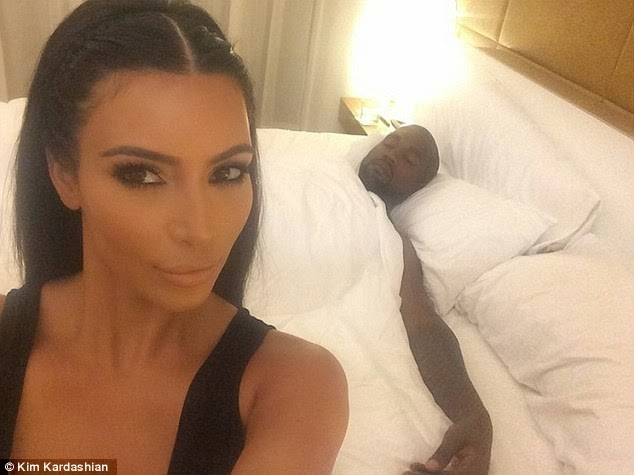Dailybuzz.ch: Kim Kardashian Posts Bedroom Selfie Of A