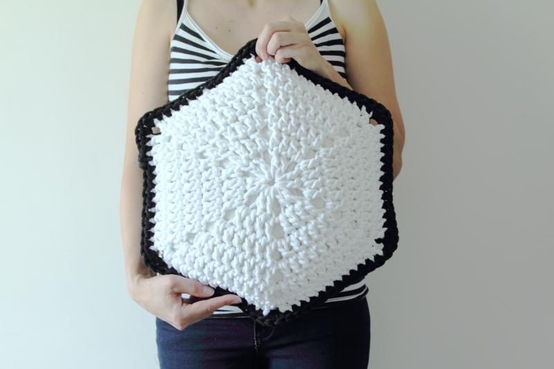 Poduszka hexagon, hexagon na szydełku
