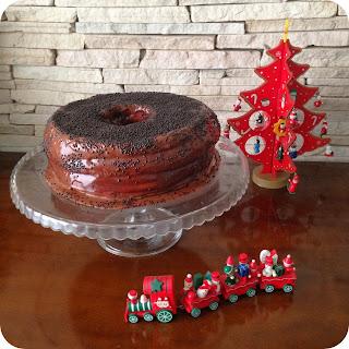 Receita de Bolo de Baunilha com Cobertura de Chocolate para o Natal
