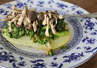 Batata Recheada com Brócolis e Cogumelo (vegana)
