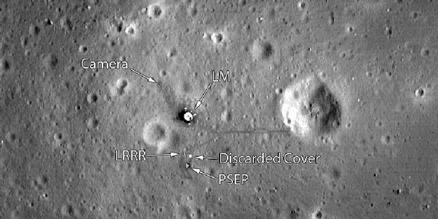 Citra pendaratan misi Apollo yang diambil wahana Lunar Reconaissance Orbiter.