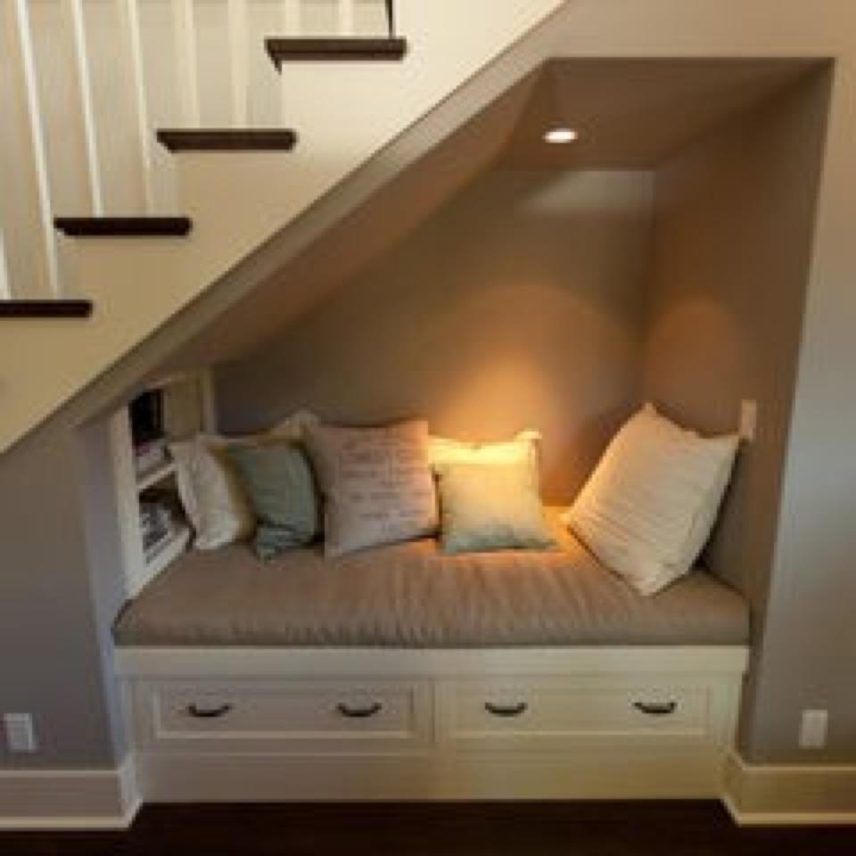 silln debajo de escalera