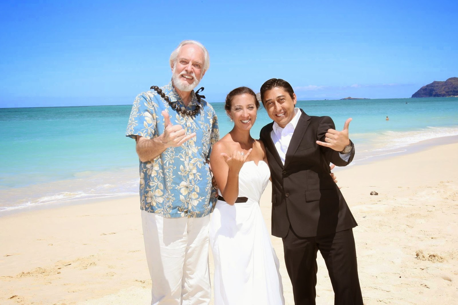 http://apps.hawaiiweddingphotos.net/Blog/?e=81571&d=05/15/2012&s=May%2015%20Waimanalo%20Wedding%20-%20Jose%20%26%20Natalia
