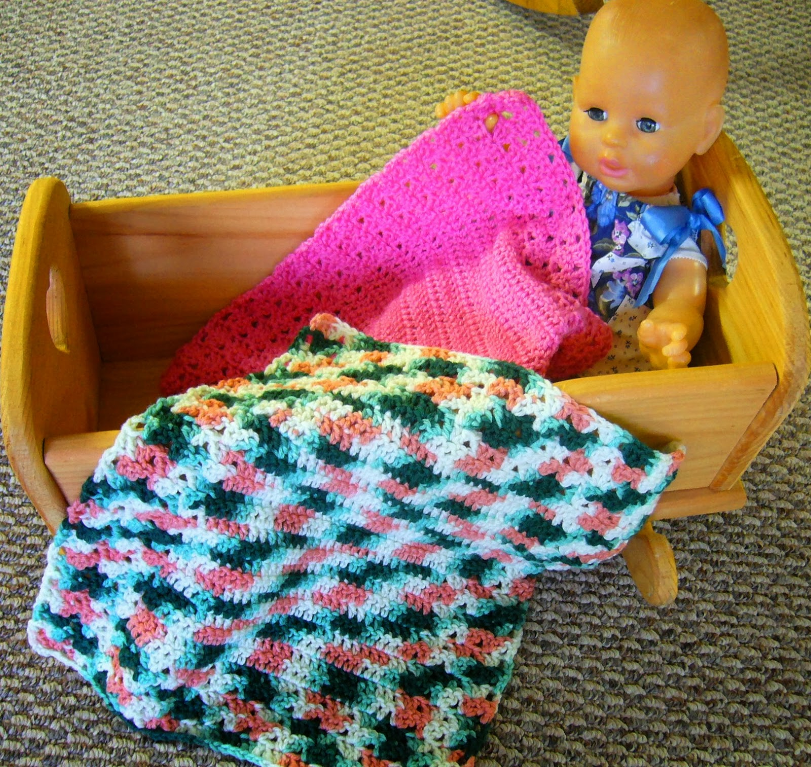 Simply Shoeboxes Aunt Nornis Simple Crochet Shell Mini Blanket