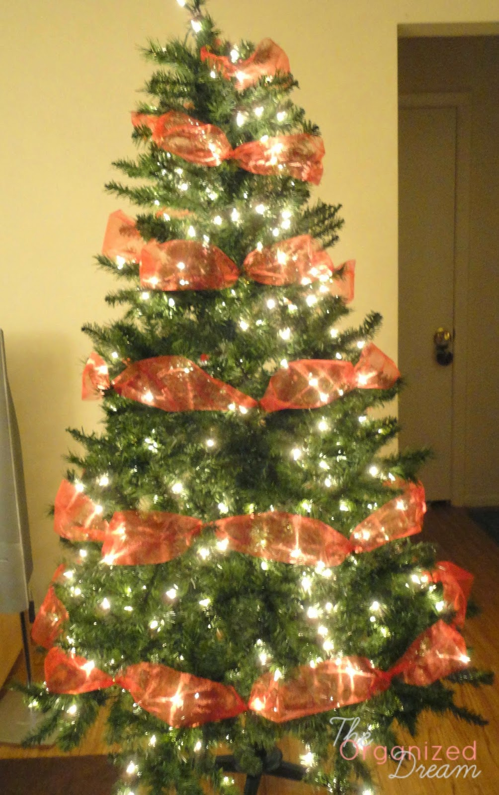 How To Decorate a Christmas Tree With Wide Mesh Ribbon - The ...