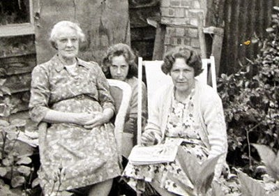 Daisy, Barbara and Rene Flitney Winslow, Bucks in the 1960s