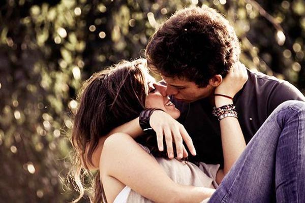 How to Kiss Girlfriend
