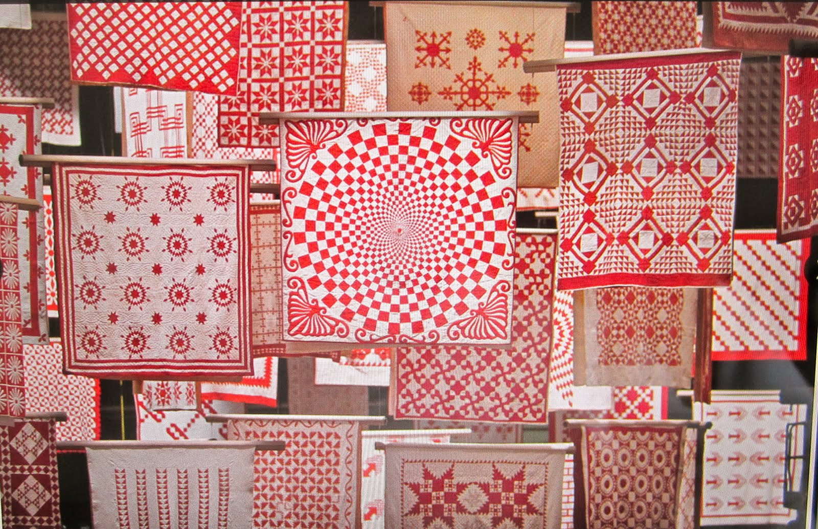 Cupcakes 'n Daisies: Red and White Tribute Quilt : red and white quilt - Adamdwight.com