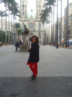 COM CHEIRO DE TERRA MOLHADA