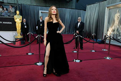 Angelina Jolie's Leg at the Oscars Goes Viral